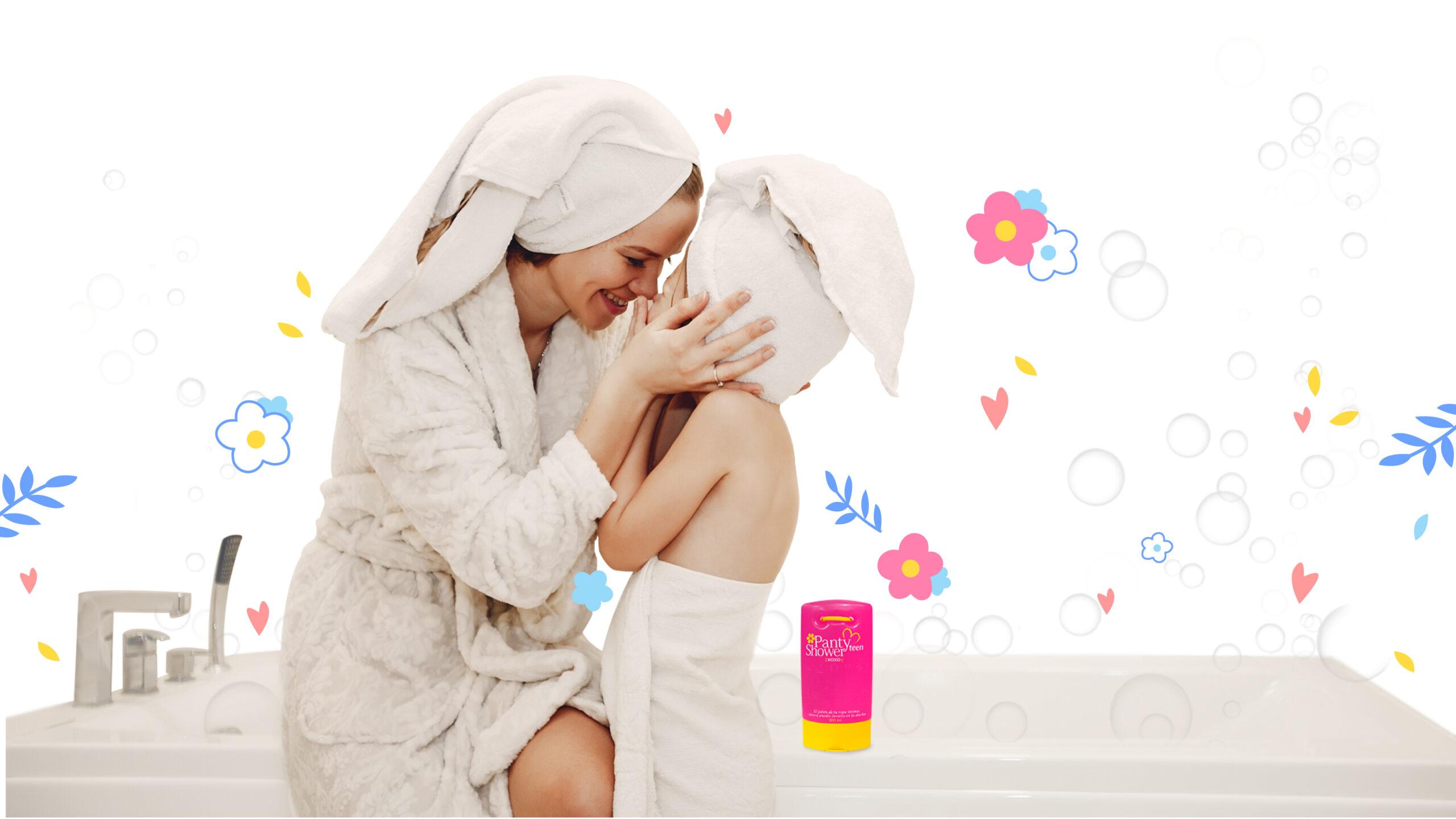 mama e hija salen de la ducha